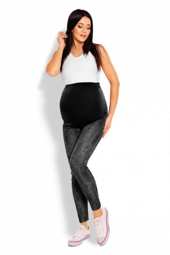 Maternity leggings model...